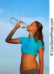 água, bebendo, após, sacudindo