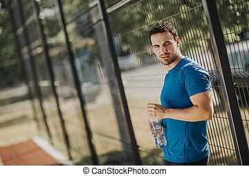 água, bebendo, homem jovem