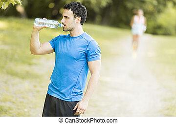 água, bebendo, jovem, garrafa, homem