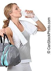 água, bebendo, mulher