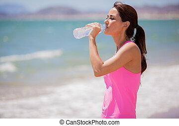 água, bebendo, praia