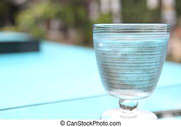 água, em, vidro