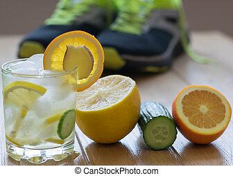 água fria, com, limão, gengibre, laranja, e, cucumber.