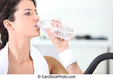 água, ginásio, mulher, garrafa bebendo