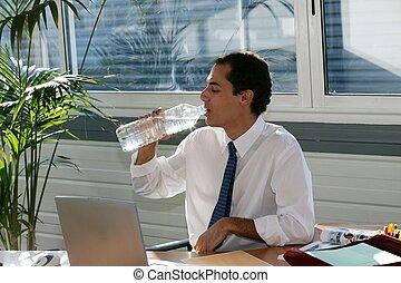 água, grande, garrafa bebendo, homem negócios