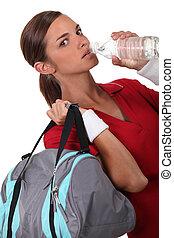água, malhação, mulher, bebendo, após