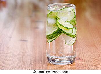 água, pepino