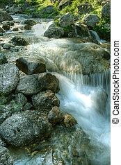 água, queda, através, montanha, pedras