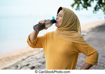 água, sênior, muçulmano, bebida, mulher