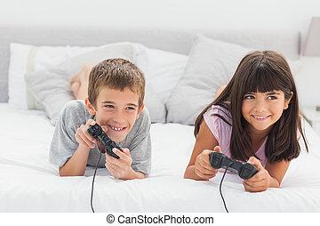 ágy, video, testvér, játékok, játék, fekvő