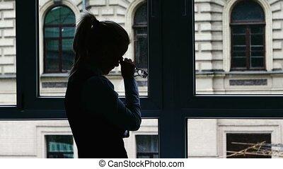 álló, elfoglalt, árnykép, üzletasszony, után, day., ablak