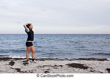álló, nő, sportszerű, tréning, után, állóképesség, tengerpart
