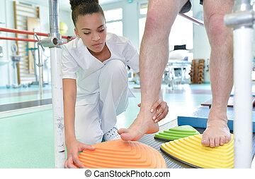 álló, physiotherapist, gyalogló, türelmes, rehabilitáció