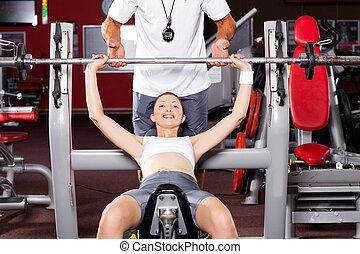 állóképesség, nő, emelés, ki kézi súlyzó, alatt, tornaterem