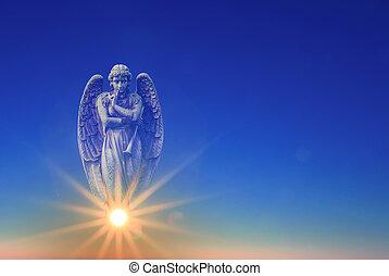 ángel, encima, cielo azul, con, rayos del sol, luz, con, espacio de copia