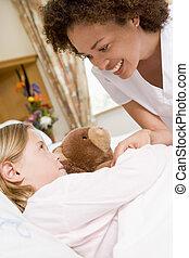 ápoló, átvizsgálás, feláll, képben látható, fiatal lány, alatt, kórház