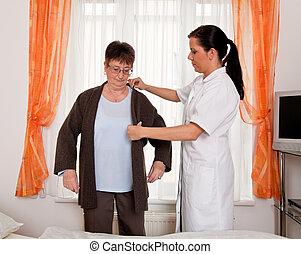 ápoló, alatt, idős, törődik, a, öregedő