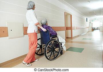ápoló, noha, öregedő, türelmes, alatt, tolószék