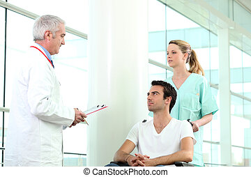 ápoló, rámenős, türelmes, tolószék