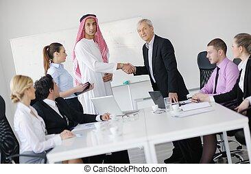 árabe, homem negócio, em, reunião