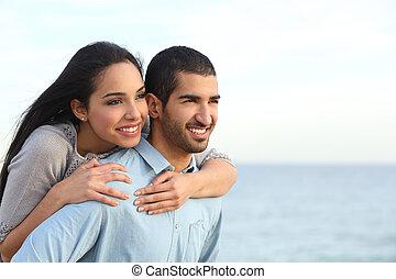 árabe, pareja, coquetear, enamorado, en la playa