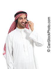 árabe, saudí, operador, hombre, trabajando, con, manos libres, auriculares, por teléfono