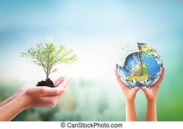 árbol, covid-19, imagen, tenencia, esto, amueblado, corona, día, virus, máscara, tierra, encima, globo, elementos, manos, fondo., o, naturaleza, nasa, concept:, llevando