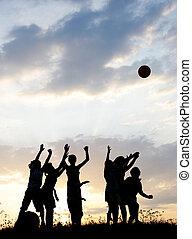 árnykép, csoport, közül, boldog, gyermekek játék, képben látható, kaszáló, napnyugta, summertime idő