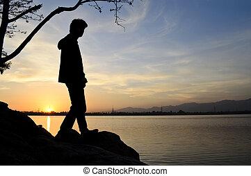 árnykép, közül, egy, ember, képben látható, napnyugta