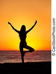 árnykép, közül, egy, gyönyörű, jóga, nő, -ban, napnyugta