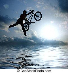 árnykép, közül, fiú, noha, bicikli, ugrál, levegő