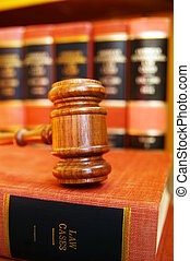 árverezői kalapács, képben látható, törvény beír