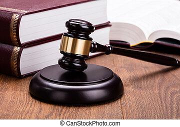 árverezői kalapács, noha, előjegyez, képben látható, wooden asztal