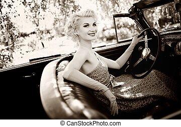 átváltható, woman mosolyog, retro