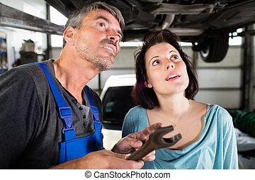 átvizsgálás, autó, ügyfél, megszökik, szerelő