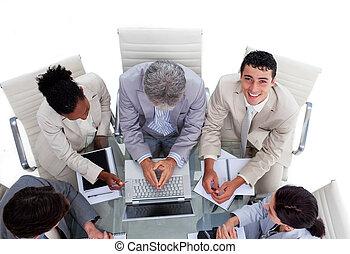 ângulo, pessoas negócio, alto, multi-étnico, reunião