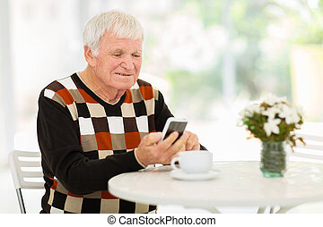äldre bemanna, användande, smart, ringa