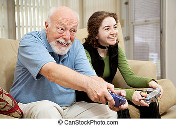 äldre bemanna, spelande video vilt