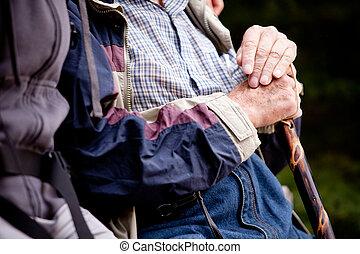 äldre bemanna, utomhus