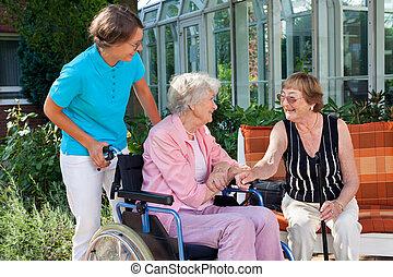 äldre, dam, med, a, carer, prata, a, vän