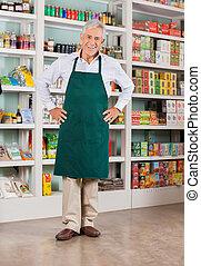äldre hane, ägare, stående, in, supermarket