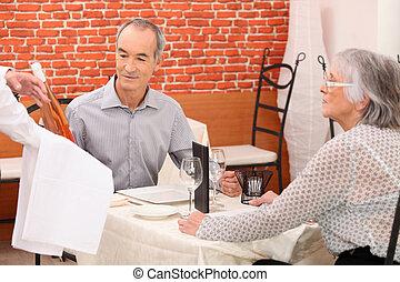 äldre koppla, måltiden, romantisk, ha