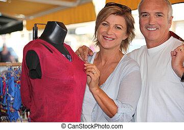 äldre koppla, välja, kläder