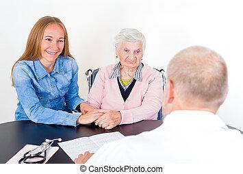 äldre kvinna, hos, doktorn