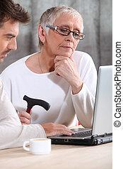 äldre kvinna, inlärning, internet, expertis