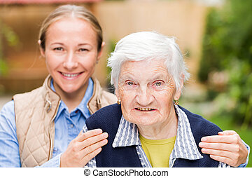 äldre kvinna, med, barnbarn