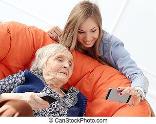 äldre kvinna, med, sondotter