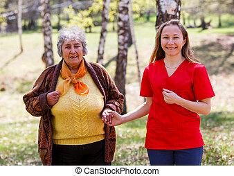 äldre kvinna, och, ung, caregiver
