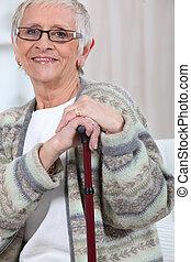äldre kvinna