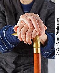 äldre, räcker, vila på, käpp
